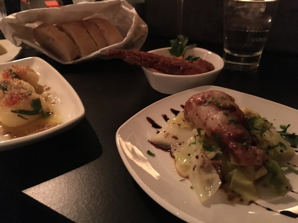 Gnocchi in pikanter Salbeibutter, Schwertfischsteak, Chicken Nugget in 2erlei Nuss-Panade