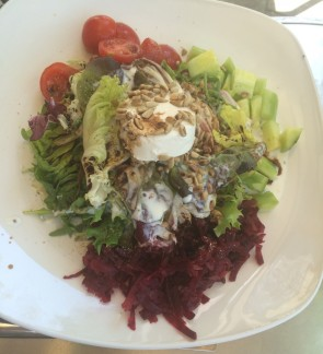 Salad with goats cheese and beetroot; Pasta with homemade Pesto