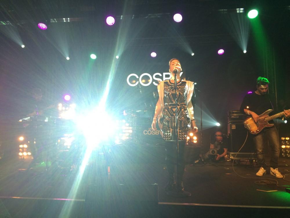 Cosby leuchtet live