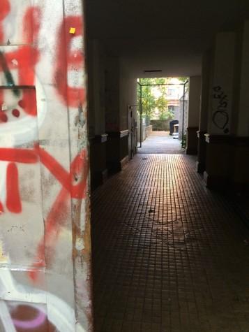 Durchgang zu einem Innenhof - Lübbener Str.