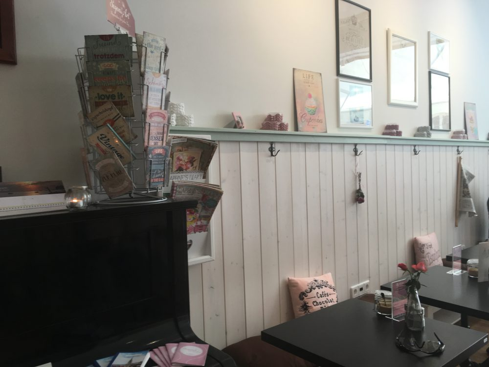 T7 Café, Inside